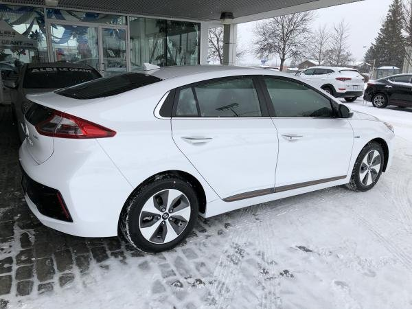 Showcase cover image for Slenrek's 2017 Hyundai Ioniq