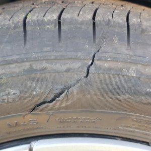 Tire side wall blow-out